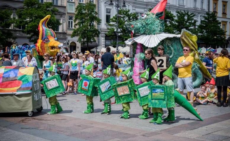 Skawiński smok na krakowskiej paradzie