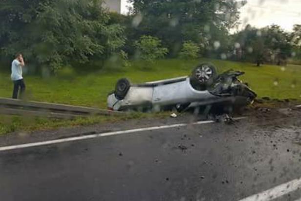 Samochód wylądował w rowie