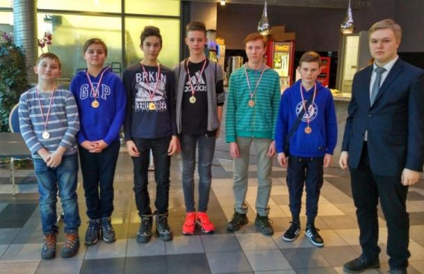 Skawińscy młodzicy z medalami