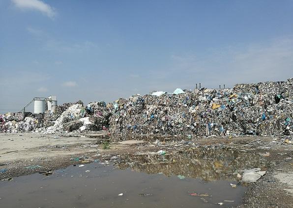 Hałda odpadów straszy mieszkańców