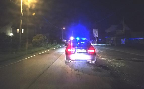 Rzozów: Auto runęło z trzymetrowej skarpy