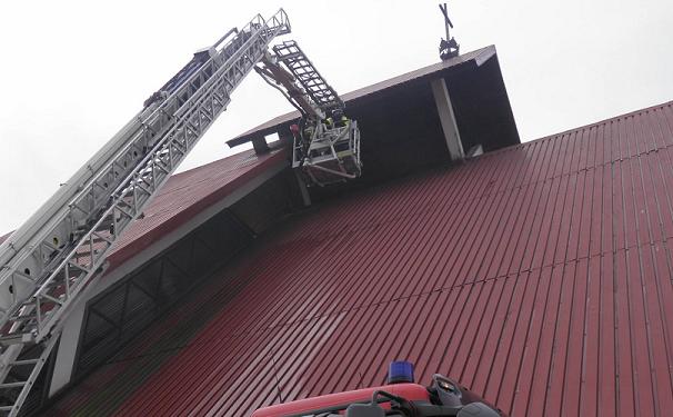 Strażacy naprawiali serce dzwonu