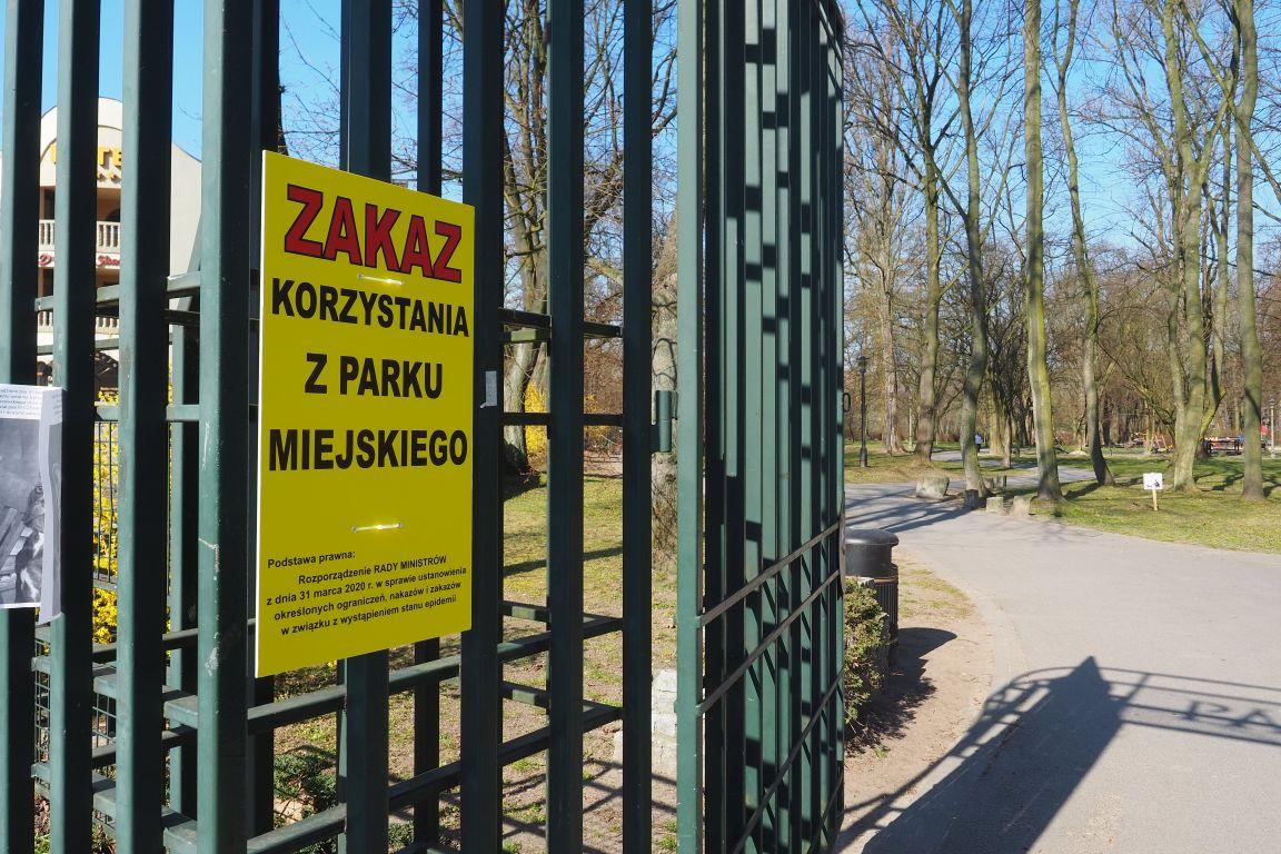 Zakaz i otwarta brama