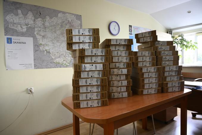 Szkoły dostały 45 laptopów